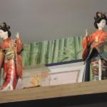 日本人形などのディスプレイも。