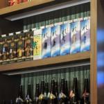 日本のお酒が並びます。